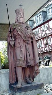 Statue of Charlemagne in Frankfurt,  a Romantic interpretation of his appearance from the